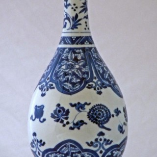 KANGXI BLUE AND WHITE PORCELAIN PEAR SHAPED BOTTLE VASE