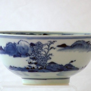 CHINESE 19TH CENTURY BLUE AND WHITE BOWL