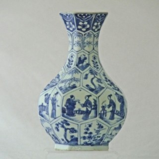 YONGZHENG CHINESE 18TH CENTURY BLUE AND WHITE PORCELAIN BOTTLE VASE