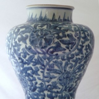 CHINESE BLUE AND WHITE 17TH CENTURY PORCELAIN JAR