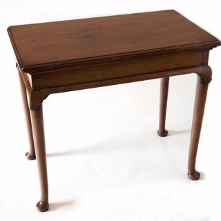 A good George III mahogany side table