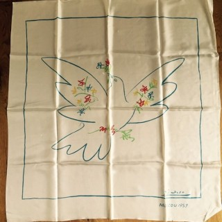Colombe de la Paix, Moscou - on Silk Scarf