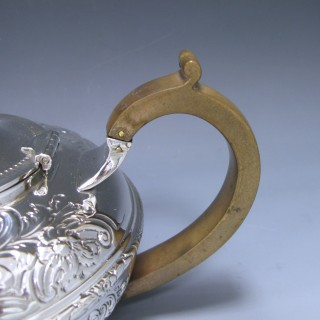 VICTORIAN ANTIQUE SILVER TEA POT