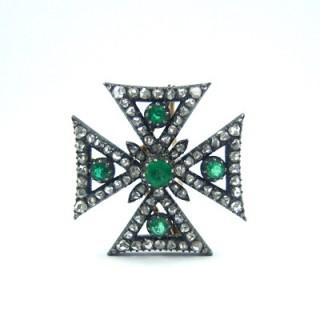 A Victorian emerald & diamond Maltese cross pendant brooch.