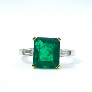 An important Certificated Columbian emerald & diamond ring