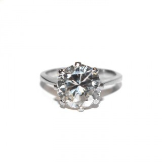 A  brilliant cut diamond ring of 3.55 carats