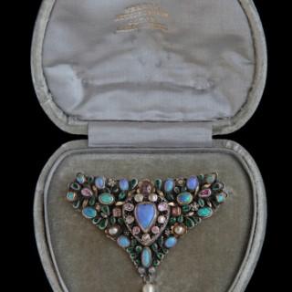 ARTHUR & GEORGIE GASKIN 'Loves Garland' brooch