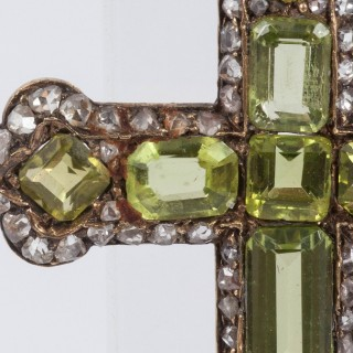 Peridot pendant in shape of a cross