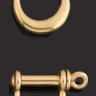 Pair heavy 18ct gold boating shackle cufflinks.