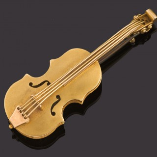19th century gold 15ct brooch in the form of a violin.