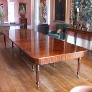 Fine Quality Mahogany Antique Dining Table