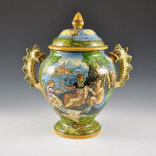 Molaroni istoriato vase with lid