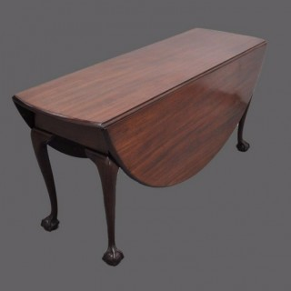Large George II mahogany drop-leaf dining table