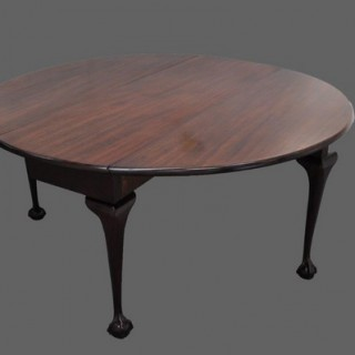 Large George II mahogany drop-leaf dining table