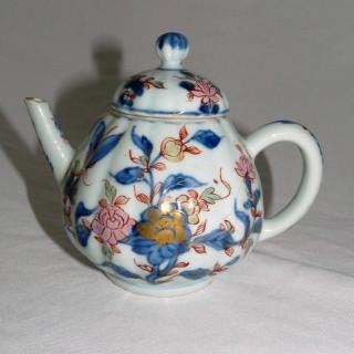 CHINESE YONGZHENG CLOBBERED PORCELAIN TEA POT