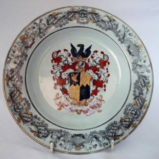 CHINESE ARMORIAL PORCELAIN PLATE 1730