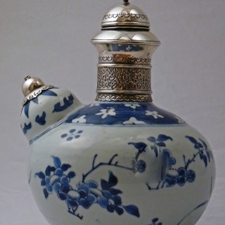 MING - TRANSITIONAL BLUE AND WHITE PORCELAIN KENDI