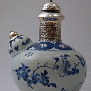 MING - TRANSITIONAL BLUE AND WHITE PORCELAIN KENDI