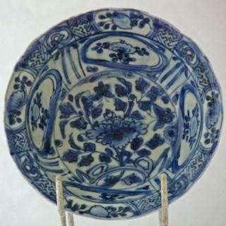 Chinese Bue and White Kraak Klapmuts bowl