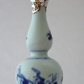 TRANSITIONAL BLUE AND WHITE DOUBLE GOUD VASE
