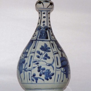 Kraak Ming Blue and White Bottle Vase