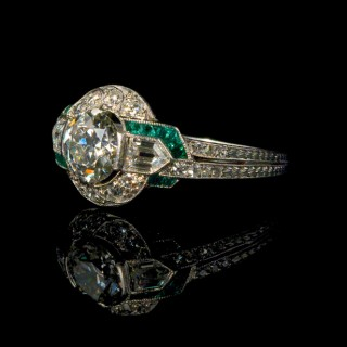Diamond and emerald Art Deco ring