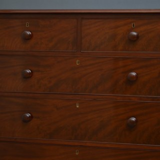 Fine Victorian Chest of Drawers in Mahogany