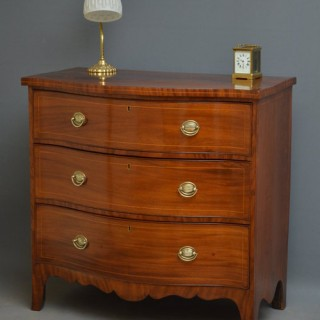 Regency Serpentine Chest of Drawers in Mahogany