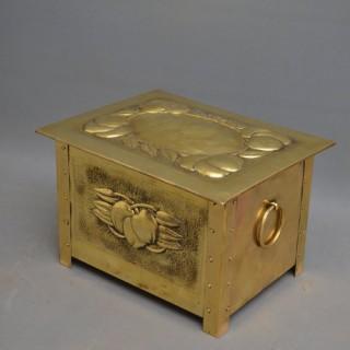 Fine Edwardain Brass Coal Scuttle / Log Box
