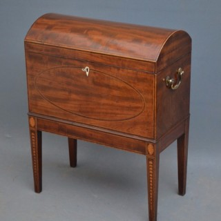 Fine Regency Mahogany Cellarette