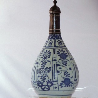 Ming Kraak Blue and White Porcelain Bottle Vae