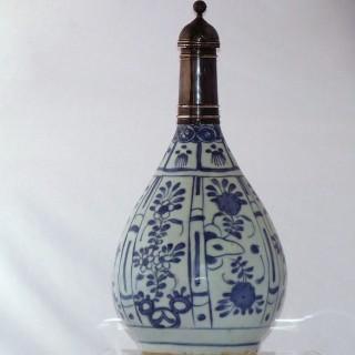 Ming Kraak Blue and White Porcelain Bottle Vae