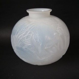 Large René Lalique Cased opalescent Glass 'Poissons' Vase
