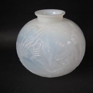 Large René Lalique Cased opalescent Glass 'Poissons' Vase