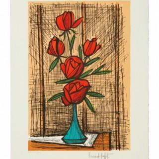 Bouquet de cinq roses au vase bleu