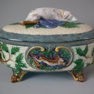 Minton Majolica Game Pie Dish with Gun dog (LARGE)