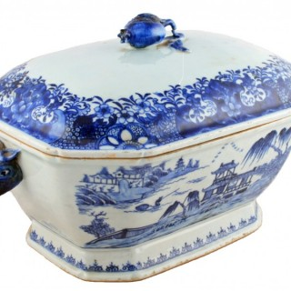 18th Century Chinese Nanking Porcelain Tureen