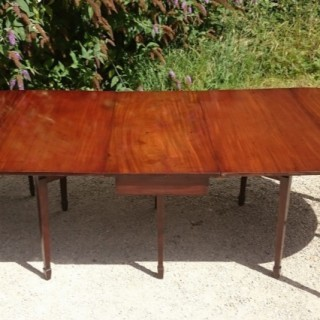 18th Century Mahogany Dining Table