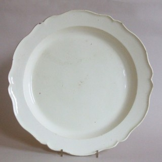LARGE 18TH CENTURY CREAMWARE CHARGER