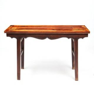 A DECORATIVE CHINESE JICHIMU HARDWOOD PAINTING TABLE