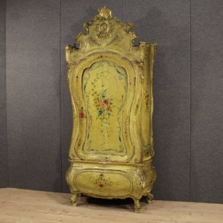 Venetian wardrobe in lacquered wood of the late 19th century