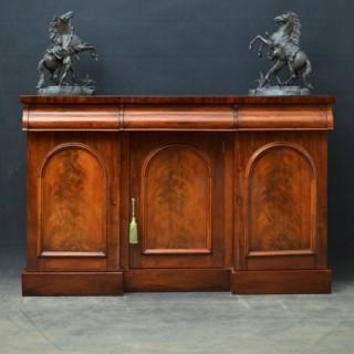 Elegant Victorian Mahogany Sideboard