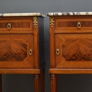 Fine Quality Pair of Bedside Cabinets in Mahogany