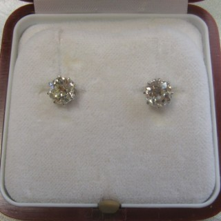White Gold Diamond Stud Earrings.
