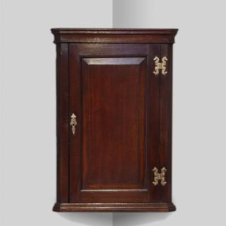 Small 19th century oak corner cupboard
