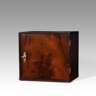 Lovely quality Georgian mahogany collectors cabinet