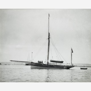Early silver gelatin photographic print by Beken of Cowes - Yacht Carletta