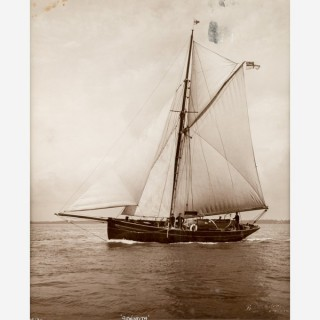 Early silver gelatin photographic print by Beken of Cowes - Yacht Senorita off IOW