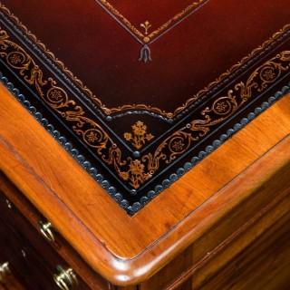 Victorian mahogany antique pedestal desk