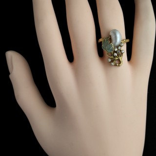 A Fabulous Art Nouveau Plique & Diamond Ring